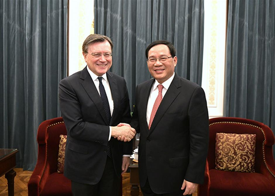 Shanghai Party Secretary meets Stanchart delegation