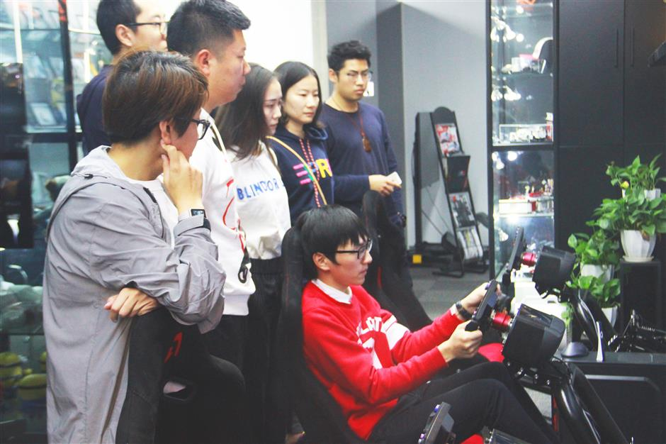 Shanghai driver on track to cut motor racing costs