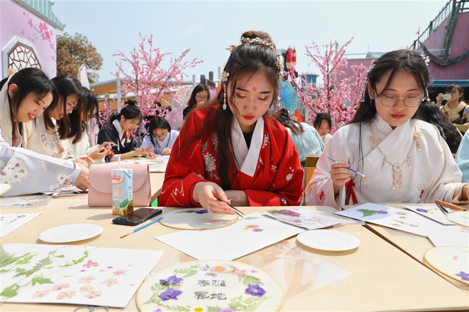 Happy Valley hosts celebration of culture, tradition over Qingming