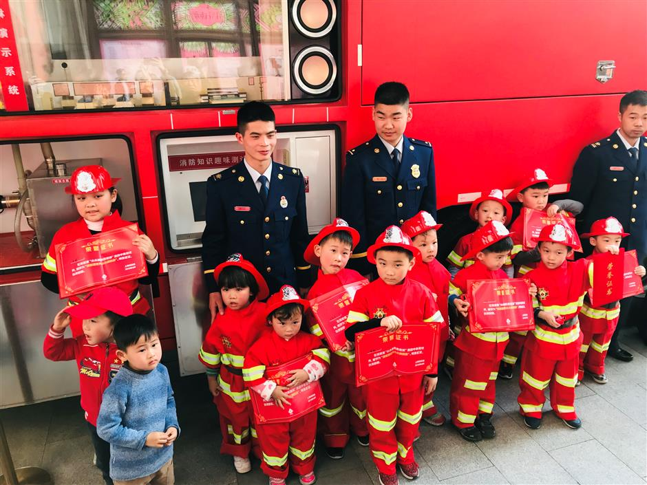 Mourning, training session held at local mall after Sichuan fire