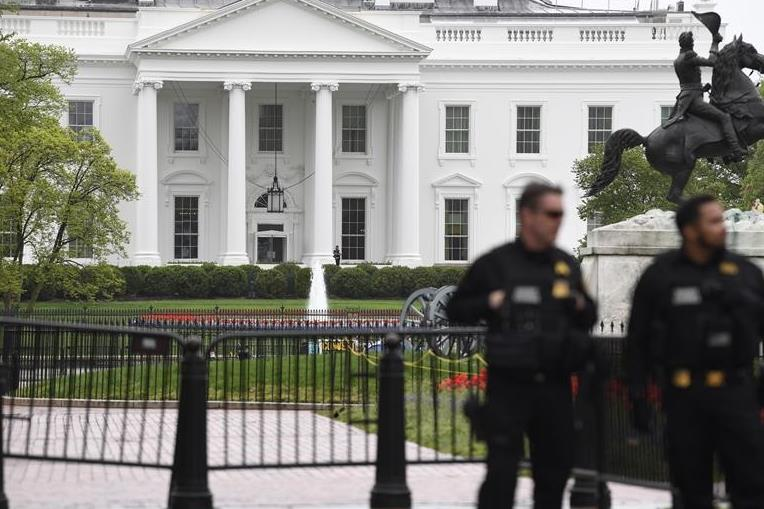 Man sets jacket on fire outside White House, says US Secret Service