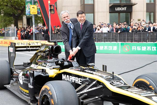 F1 cars drift on Xintiandi streets to delight of local fans