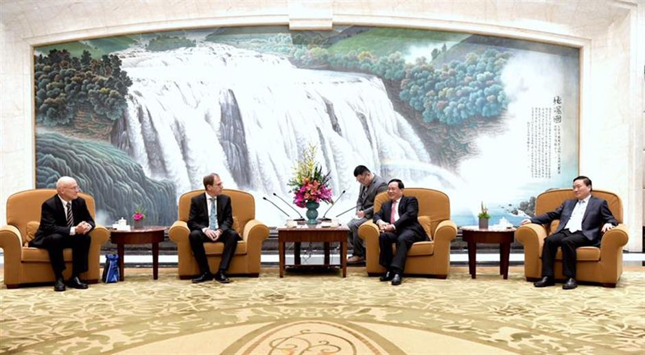 Party Secretary Li meets IC industry entrepreneurs and experts