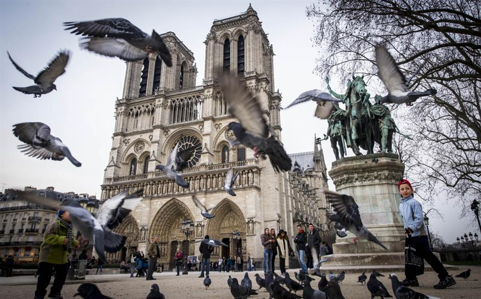 Notre Dame Cathedral blaze burns Chinese hearts