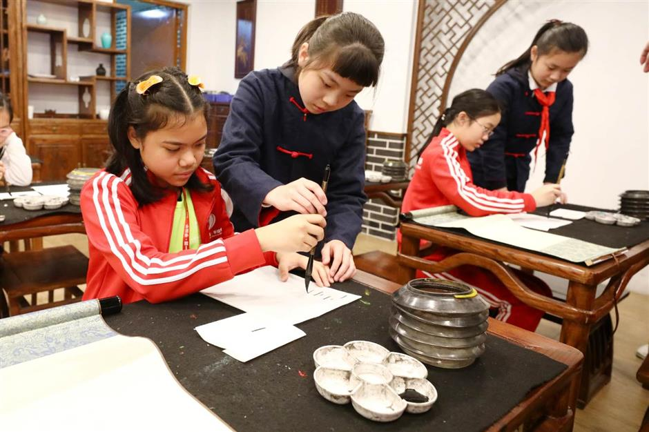 Children enjoy arts and culture from Belt and Road
