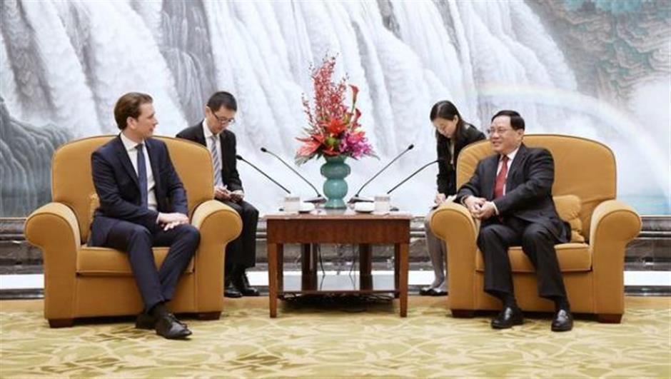 Party Secretary Li meets Austrian chancellor