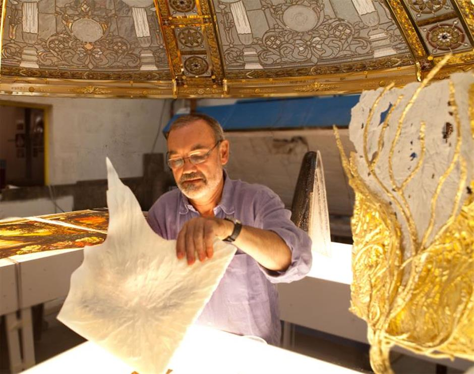 French glass master shines a light on his soul