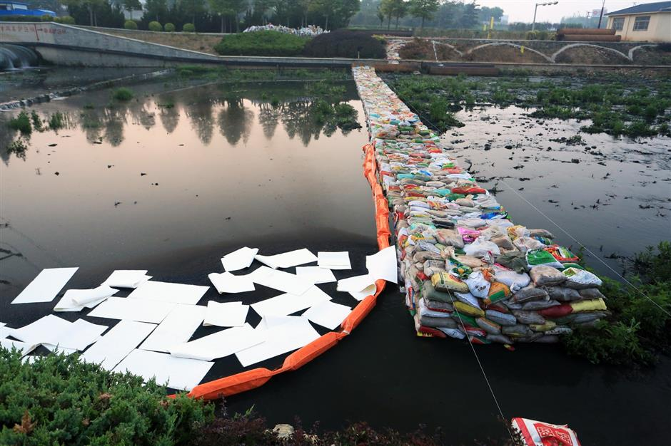 Chinese scientists develop new material to tackle oil pollution