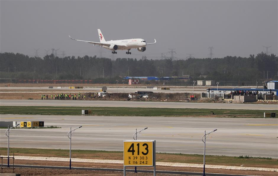 Passenger airliners take off, land at Daxing airport