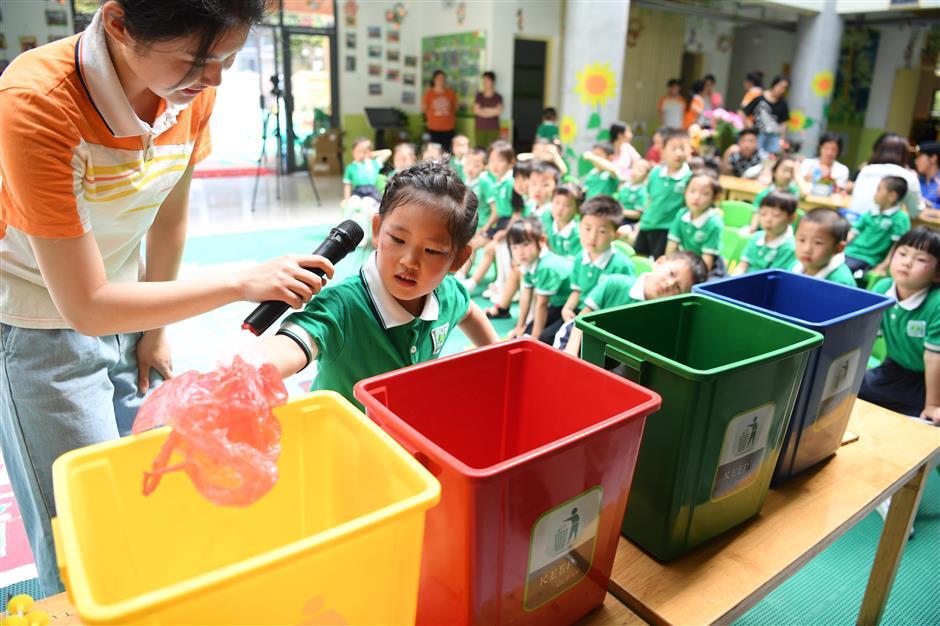 Xi stresses habit of garbage sorting