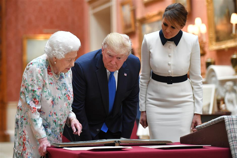Queen hosts Trump to private lunch