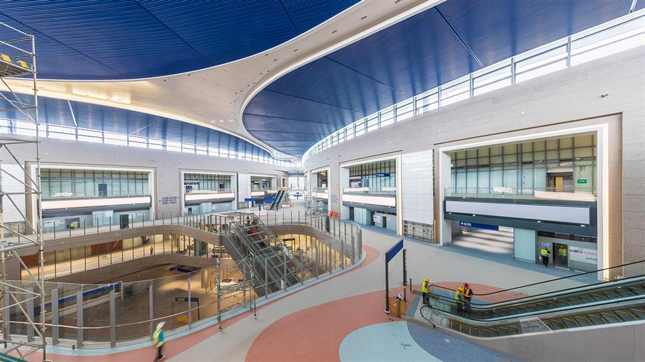 New Pudong airport satellite terminal receives building award.