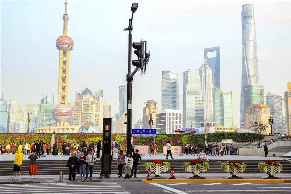 Integrated street poles to support intelligent urban services