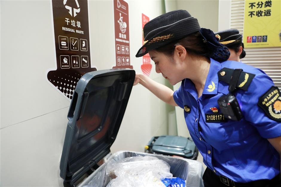 Garbage sorting in Pudong a mixed bag