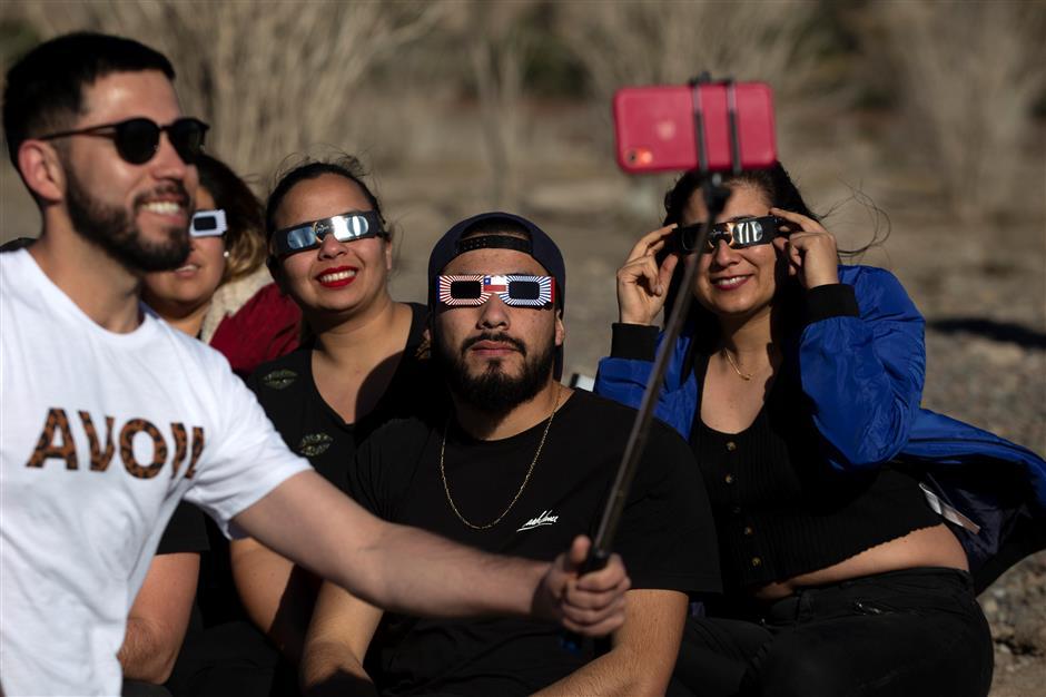 Chile, Argentina enjoy thrill of eclipse