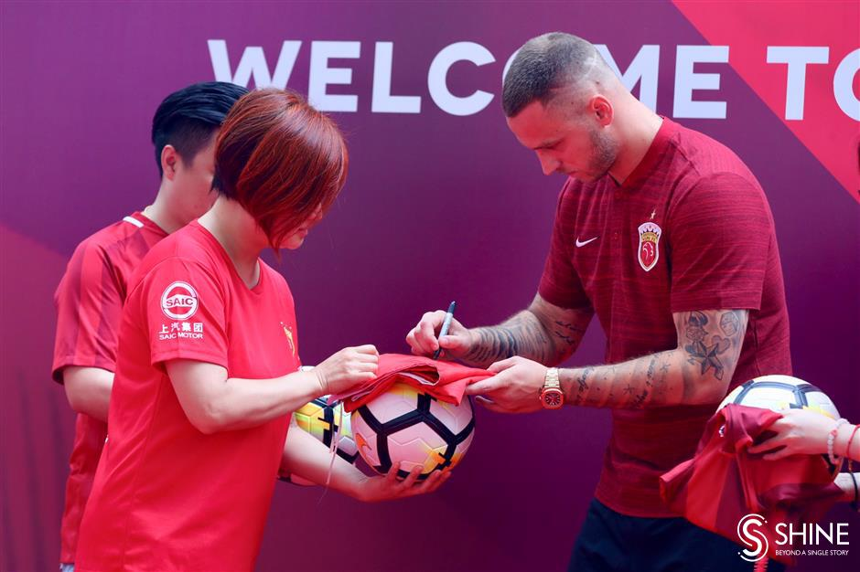 Ecstatic SIPG fans welcome Arnautovic