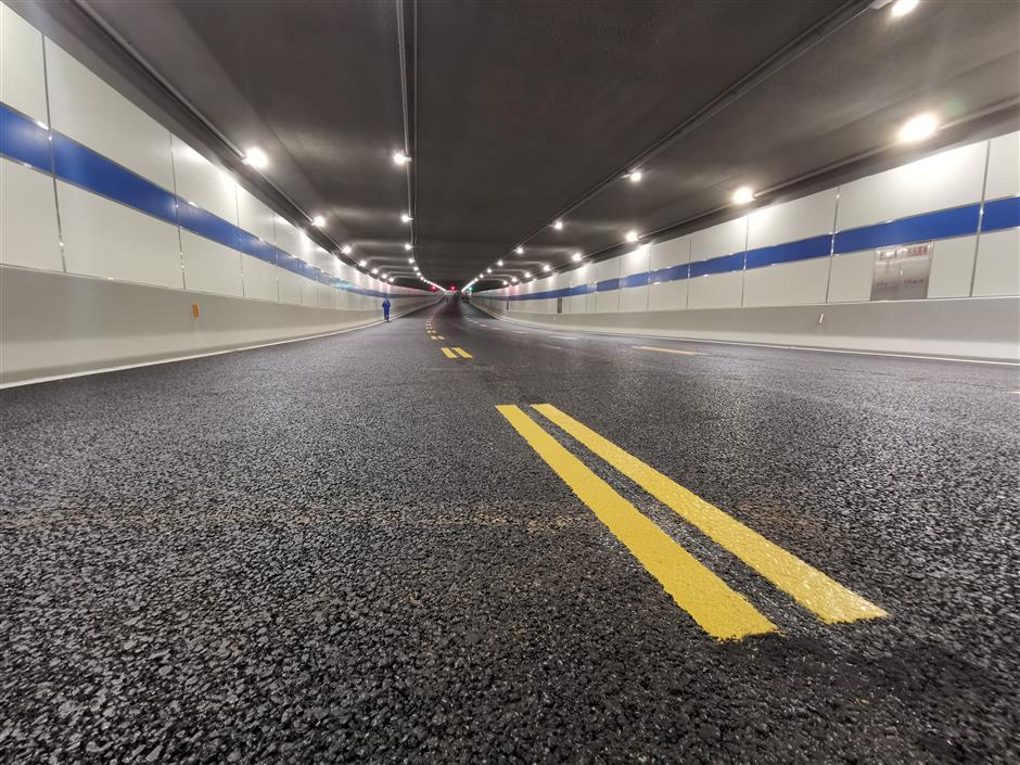 Tunnel opens to link Xuhui and Minhang