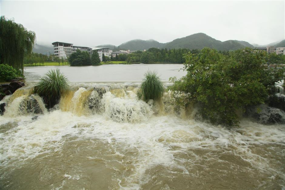 China renews yellow alert for rainstorms