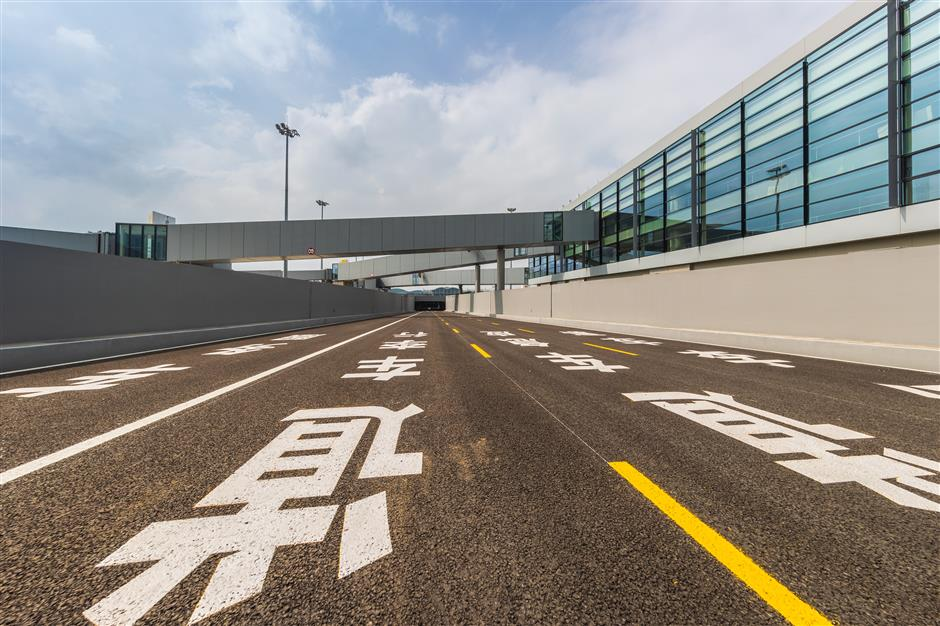 New tunnels reduce shuttle times at Pudong airport