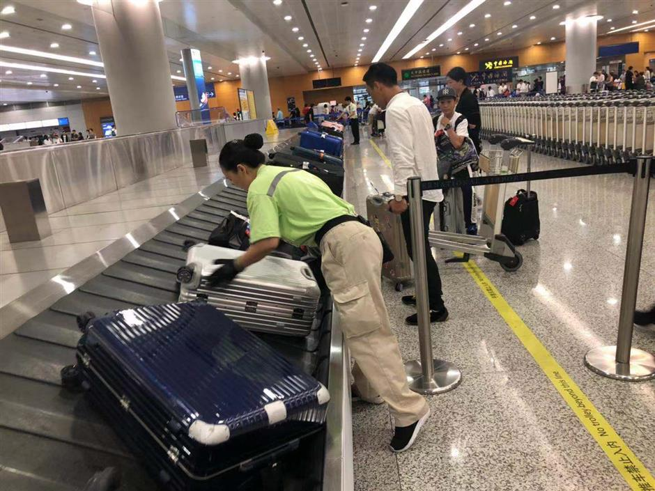 Praise for Pudong's 'baggage ambassadors'