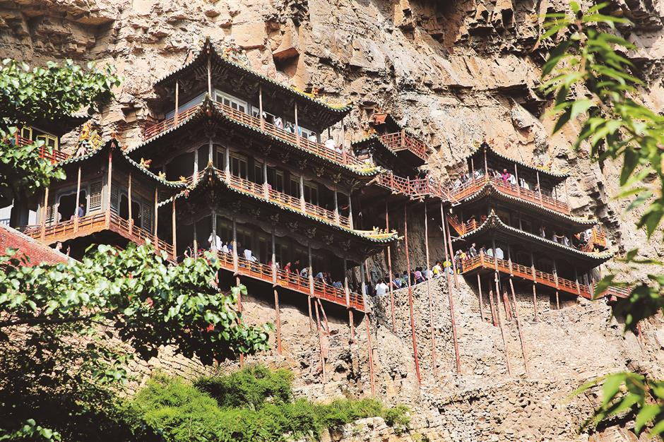 'Impossible' Taoist temple hangs as a tribute to ancient builders