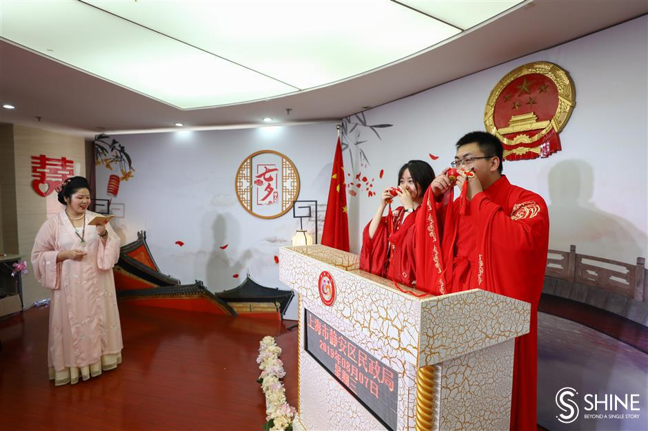 Local couples queue up to wed on Chinese Valentine's Day