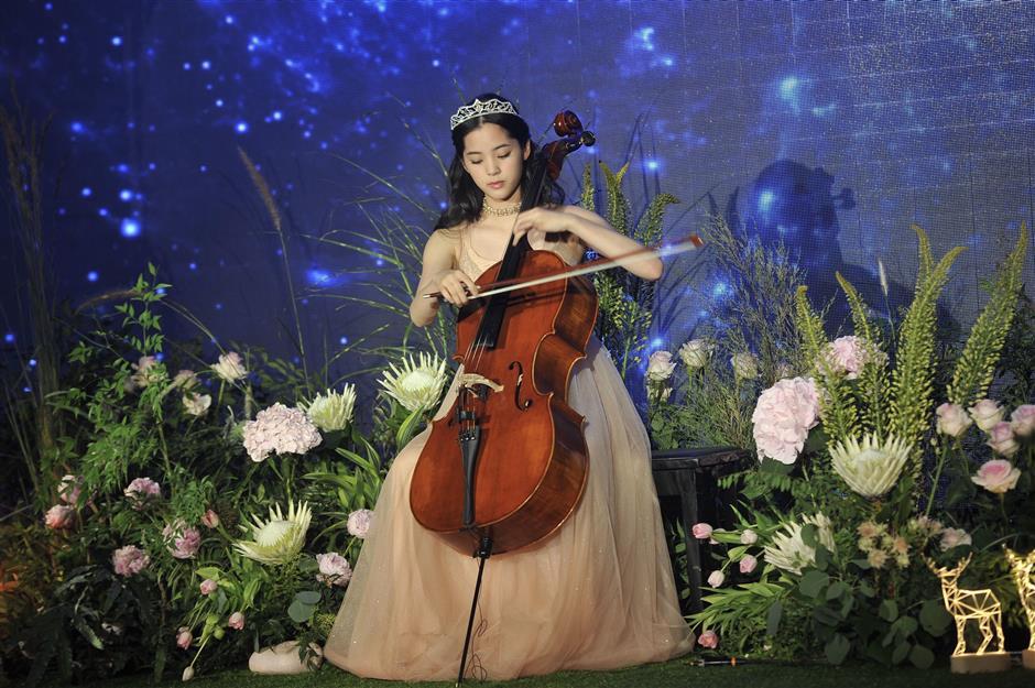 Chinese starlet Ouyang Nana celebrates 10-year anniversary