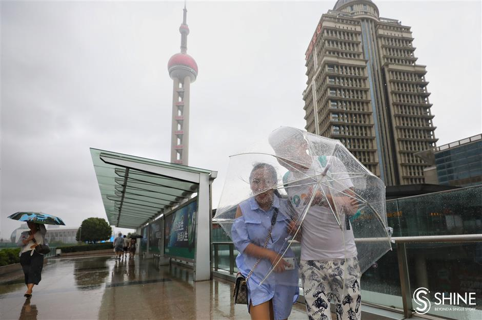 Typhoon Lekima lashes Shanghai