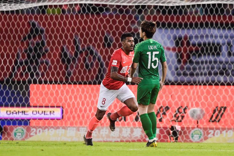 Paulinho on target as Evergrande closes in on CSL title