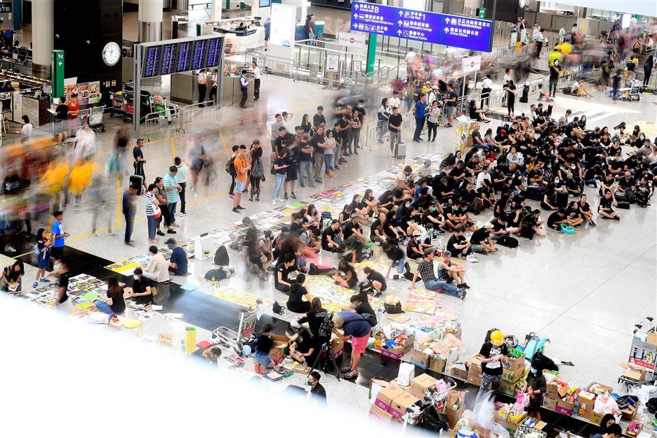 Protesters cause chaos at Hong Kong airport