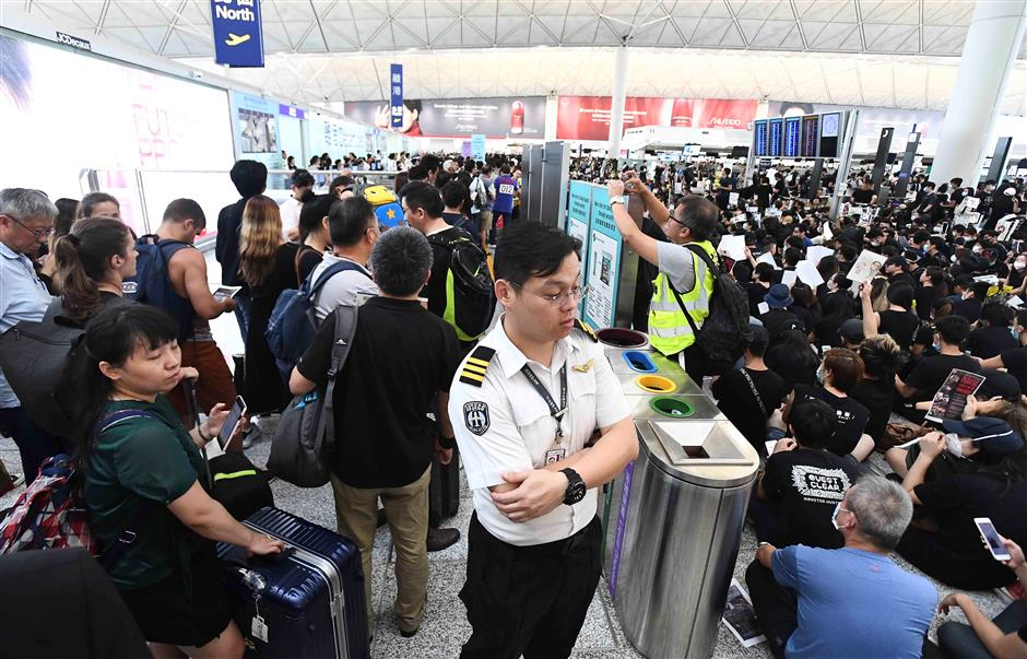 HK airport cancels all flights over protests