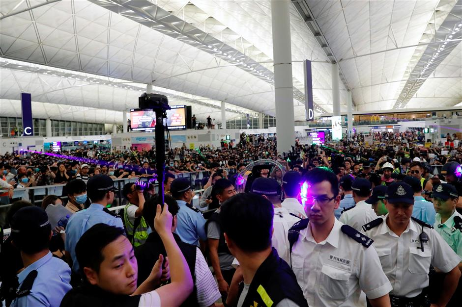 Hong Kong police arrest 5 people involved in unlawful assembly at airport