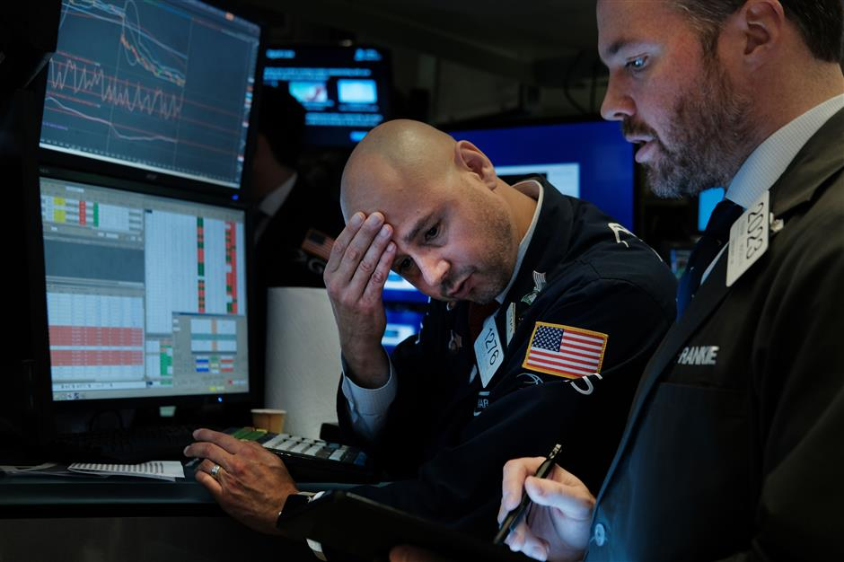 Dow plunges 3.1% in US stocks rout; Trump blames Fed for economic woes