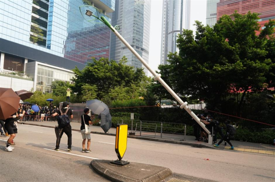 Rumors on smart lampposts easily refuted, but damages far-reaching