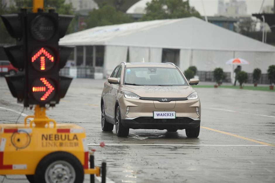 Driverless cars on show as WAIC opens