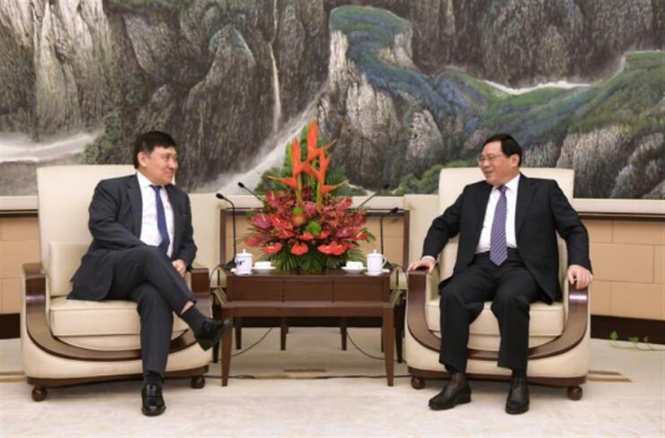 Party Secretary Li meets HK property developer chairman