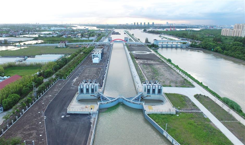 Dazhi River lock nears completion