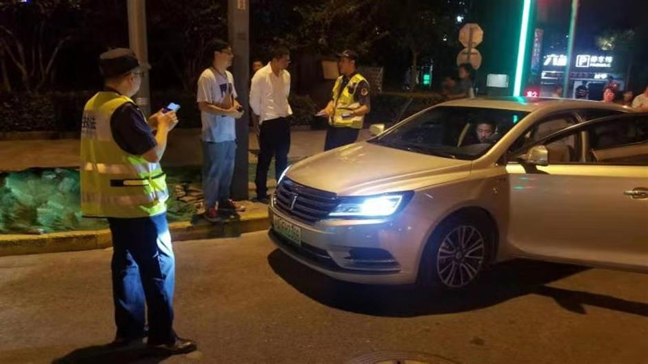 Police get tough on ride-hailing offenses along the Bund