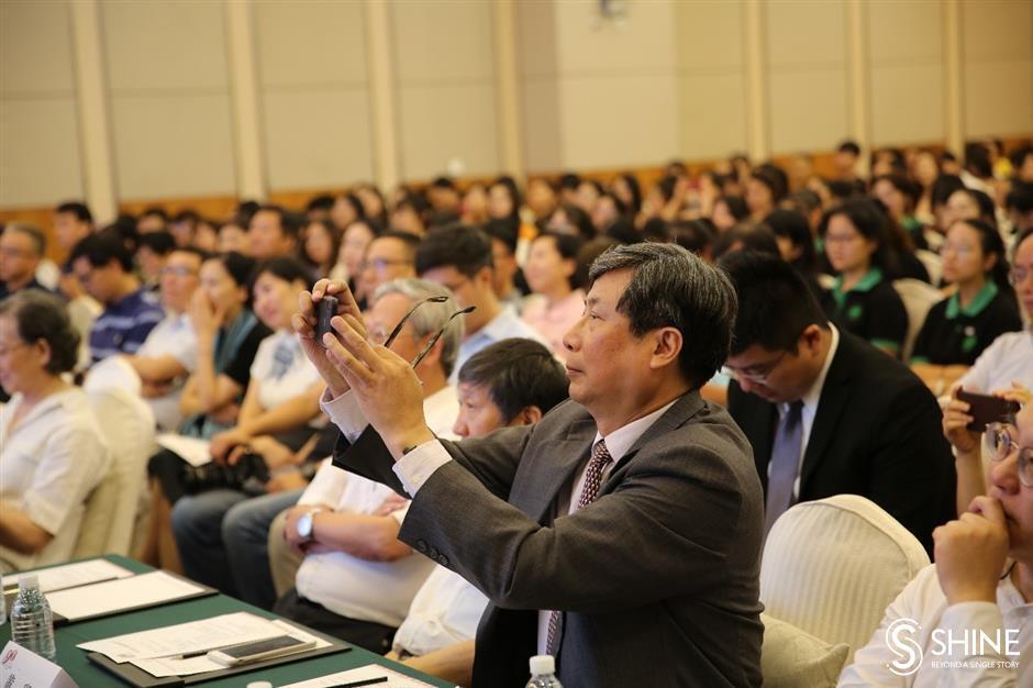 Journalism School of Fudan University invites veteran journalists as advisers