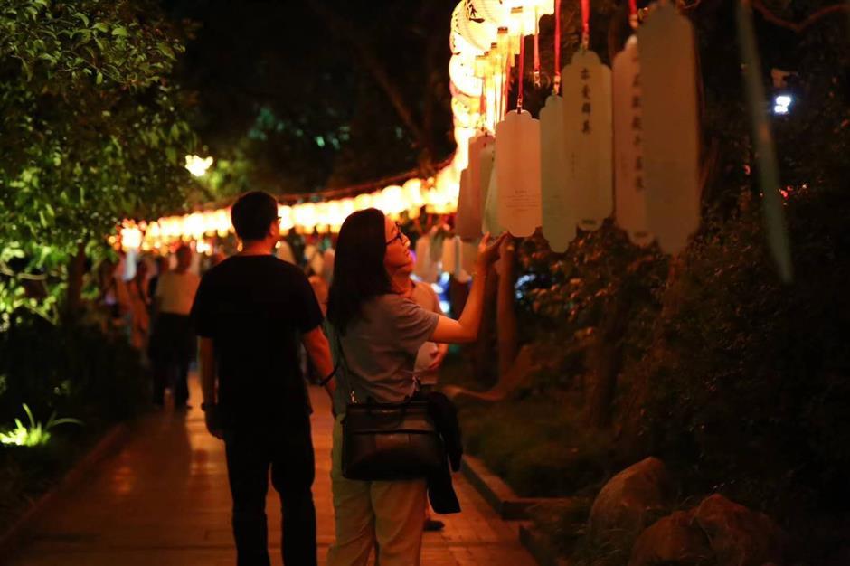 Guilin Park hosts traditional Mid-Autumn celebration