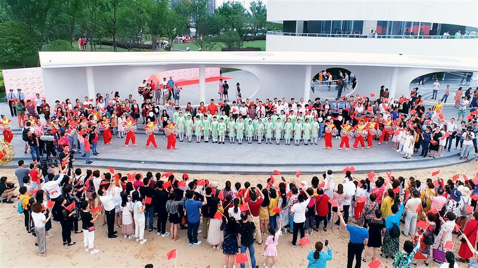 Flash mob by the lake in Fengxian