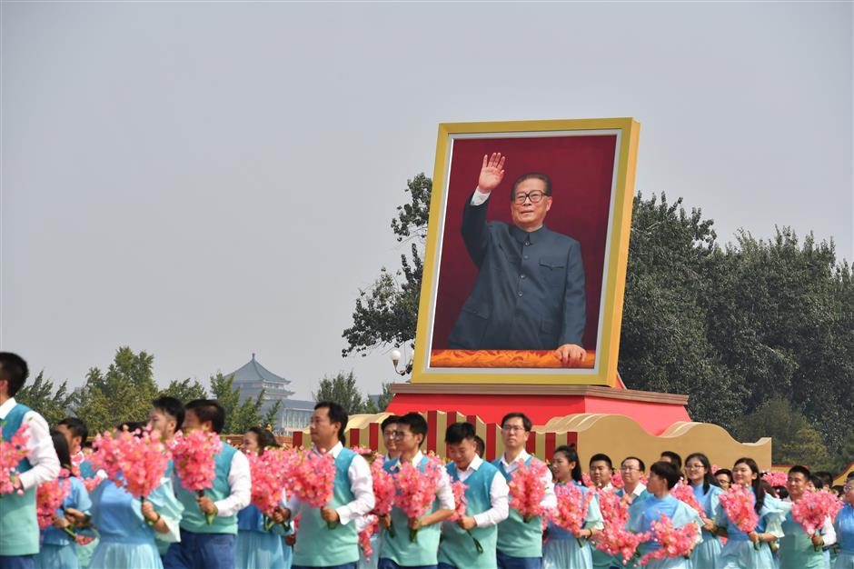 Mass pageantry salutes China's reform, opening-up
