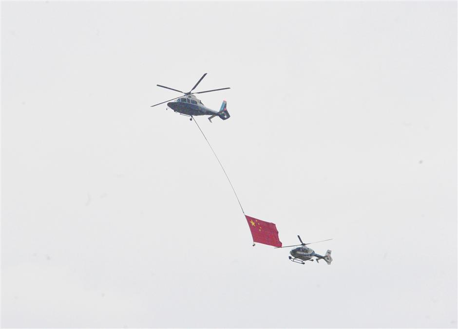 Helicopters display massive Chinese flag over Shanghai for 70th celebrations