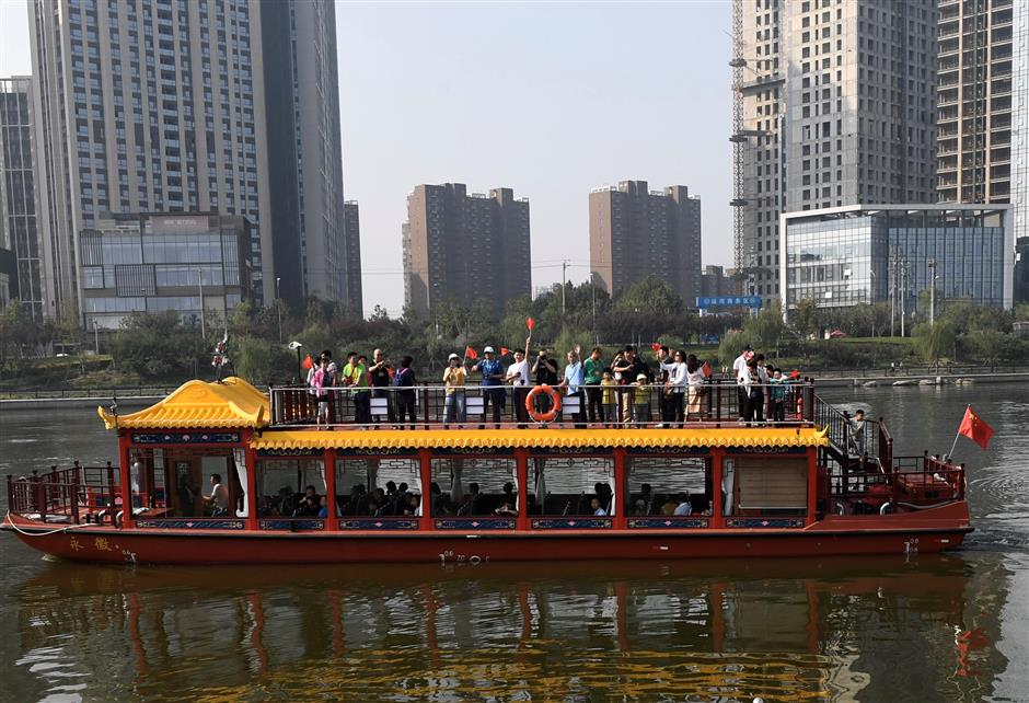 Beijing's sub-center section of Grand Canal opens to navigation for tourism