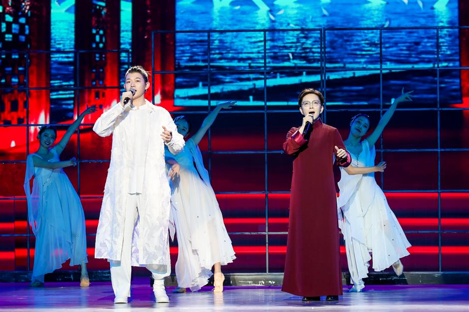 Cruise conference finishes with musical flourish