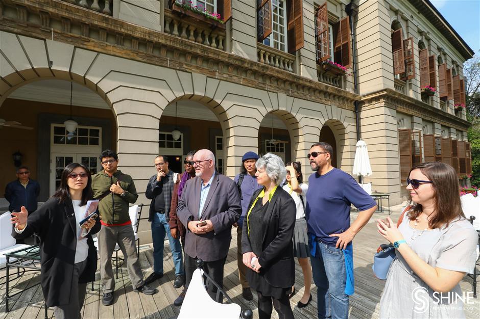 Foreign writers get a taste of Bund life