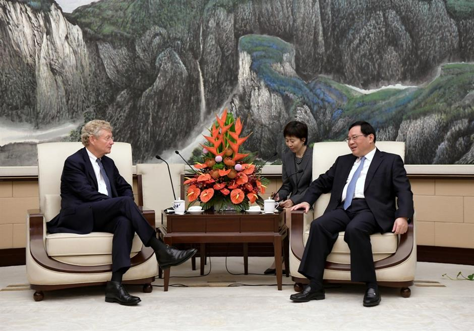 Party Secretary Li meets 2 top IBLAC participants