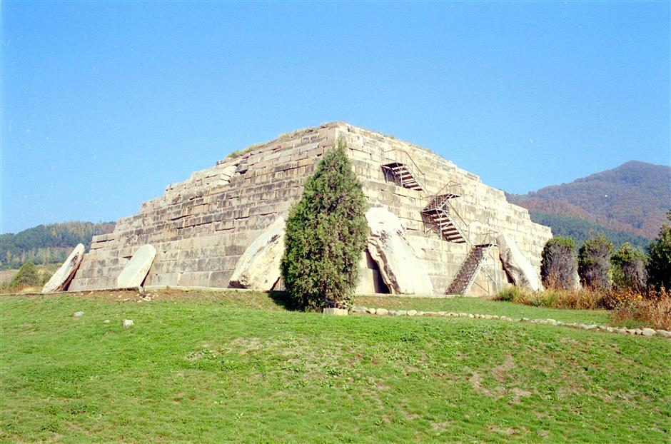 Tale of three cities and 40 tombs