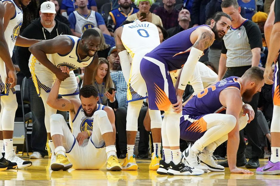 Warriors nightmare deepens as Curry suffers broken hand