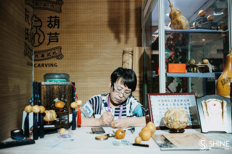 Gansu gourd carver in action at expo